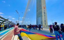 Protesta se toma el Puente Pumarejo