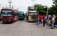 Conductores de buses bloquean varias vías de Barranquilla y Soledad