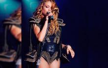 En video | La aparatosa caída de Paulina Rubio en un concierto en Campeche, México
