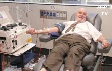 La historia del hombre que donó sangre más de 1.000 veces en 60 años