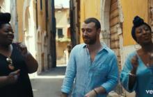 Sam Smith graba video de 'Baby, You Make Me Crazy' espontáneamente en las calles de Verona