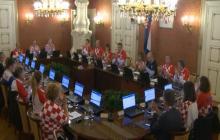 Camiseta ajedrezada invade gabinete de Croacia