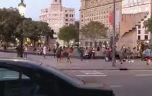 En video | Turista es agredido por vendedor ambulante en Barcelona