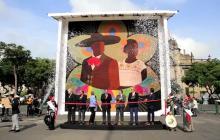 Récord Guinness en México por enorme mosaico de cuentas