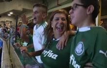 En video | La madre que le narra los partidos de fútbol a su hijo ciego, hincha del Palmeiras