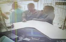 En video | Cámara registra robo cometido por pareja en negocio del barrio El Bosque