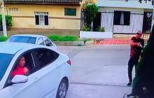 Cámara registra robo a mano armada en lavadero del barrio Olaya