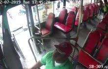 Registran en video robo con machete en mano a conductor de Sobusa en Soledad
