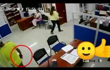 En video | Lo sorprenden intentando robar celular en notaría del norte de Barranquilla