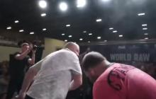En video | Vasily Kamotsky, campeón de las bofetadas, pierde su invicto y tuvo que ser asistido