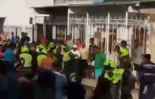 En video | Comunidad agrede a presuntos homicidas de hombre en Santo Domingo