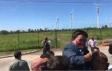 En video   Bolsonaro alza persona con enanismo pensando que era un niño