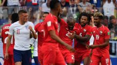 Jugadores panameños felicitando a Baloy (23).