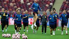 Los jugadores de España en un entrenamiento previo al duelo de hoy ante Rusia, por los octavos del Mundial.