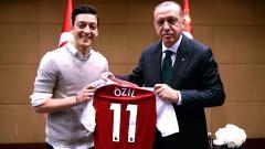 Mesut Özil posa junto al presidente turco Recep Tayyip Erdogan.