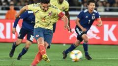 Radamel Falcao García ejecuta el penalti que le dio la victoria a la Selección Colombia.