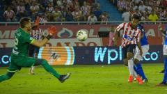 Luis 'Cariaco' González contó con esta clara oportunidad de gol que atajó el arquero paraguayo Gerardo Ortiz.