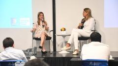 La gobernadora Elsa Noguera y la secretaria alma Solano explican el plan de inversiones.