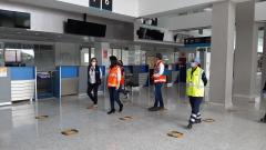 Equipo de la Aeronáutica Civil realizando la inspección al aeropuerto Los Garzones en Montería.