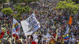 En horas del mediodía las cinco marchas se encontraron en el Paseo Bolívar, frente a la estatua del Libertador.