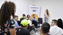 La primera dama en la reunión con los jóvenes.