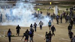 Los manifestantes atacaron locales comerciales ubicados alrededor del festival.