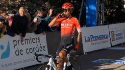 Nairo Quintana celebrando en la línea de meta.