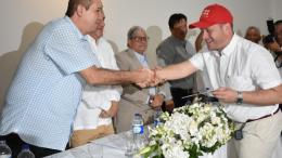 Héctor Espinosa cuando recibía su credencial como gobernador de Sucre.