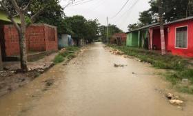 Las calles de San Estanislao están inundadas. Las aguas dañaron además cultivos.