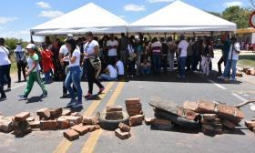 En video | Enfrentamiento a piedra y gas lacrimógeno entre estudiantes y Esmad en La Guajira