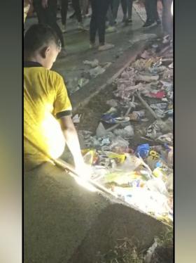 Las basuras acumuladas en los ándenes del lugar.