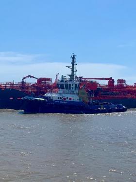 El buque Nordic Wolverine encallado en la zona de Bocas de Ceniza.
