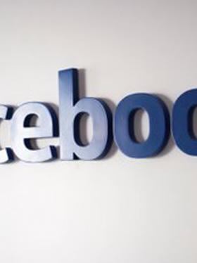 Facebbok revisará pedidos para borrar publicaciones
