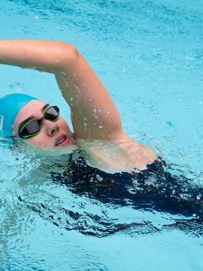 ¡Al agua! Aprende cuatro estilos  de natación para este verano