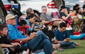 """En imágenes: la """"eclipsemanía mueve a miles de observadores"""