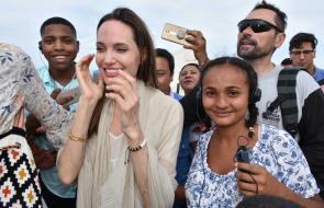 Angelina Jolie visita centro de migrantes en Maicao
