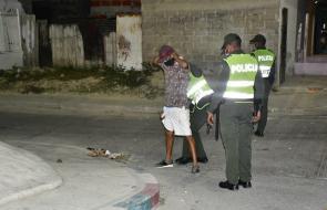 Policía vigila y controla noche con toque de queda en Barranquilla