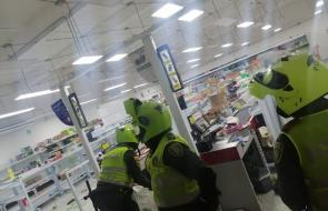 Así fue el saqueo a la tienda D1 en Costa Hermosa