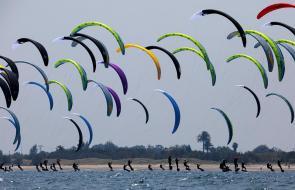 Fórmula Kite, el deporte que se toma las playas de Valencia, España