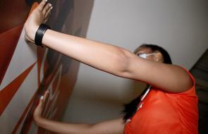 Flexiones de pecho y planchas, ejercicios que ponen en forma