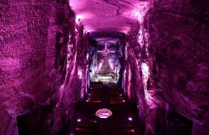 Catedral de Sal de Zipaquirá se ilumina de rosa por triunfo de Egan en el Giro de Italia