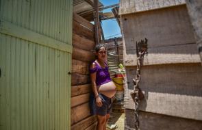 Las casas construidas con desechos de madera de la