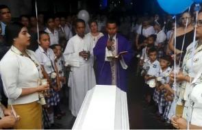 Flores y globos en sepelio de niño asesinado en Montería