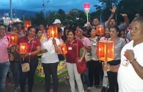 En video | Con marcha de antorchas, estudiantes de Uniguajira exigen más recursos