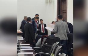 En video | Momento en el que senador José Obdulio Gaviria es sacado del Congreso tras sufrir infarto