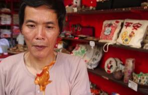 En video | Tijeras, tubos y caramelo, elementos para hacer arte en China