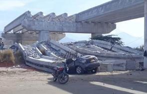 En video | Así quedó el puente en construcción que se desplomó y dejó dos personas muertas