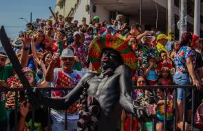 Los mejores momentos del Carnaval Carlos Franco, la Gran Parada que se vive desde el bordillo