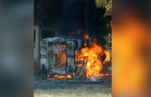 En video | Llamas consumen una ambulancia en Morales, sur de Bolívar
