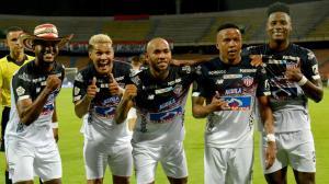 Miguel Borja, Téofilo Gutiérrez, Freddy Hinestroza, Jhon Pajoy y Danny Rosero celebran el único gol de Junior en la llave de cuartos de la Copa, ante el Medellín.